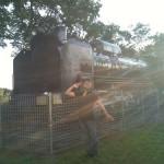 蒸気機関車の前で