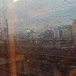 新幹線の車窓より。品川辺りか??雨すごい。