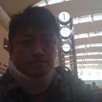 南国の沖縄に襟巻はいらねえだろうに・・・。