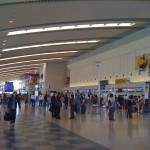 沖縄は空港ものんびりしてていいね!楽器もらくらく機内に持ち込めました、羽田と違って・・。